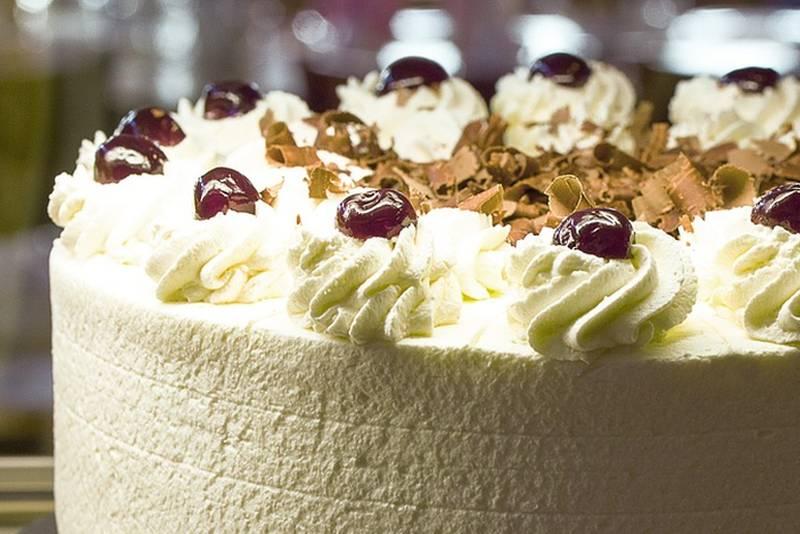'Lažna' Schwarzwald torta: Vrhunska torta za koju vam ne treba pećnica
