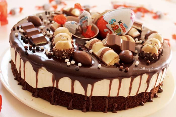 Brownie torta s bijelom čokoladom i Kinder dekoracijom
