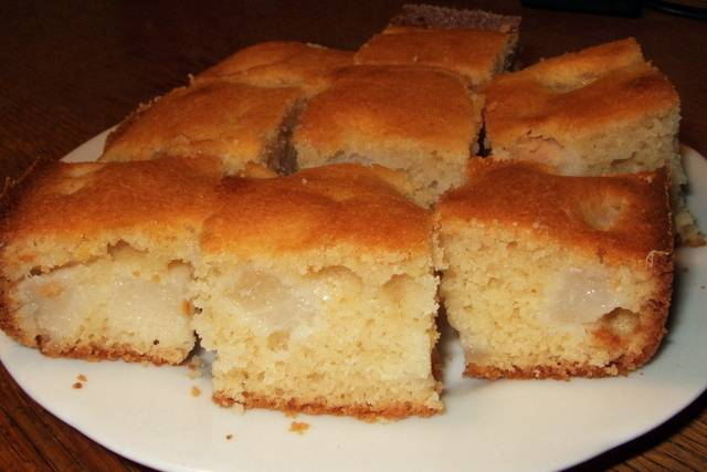 Brzi kolač s kruškama