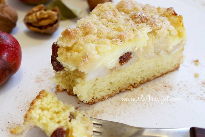 Kolač s jabukama i pudingom od vanilije