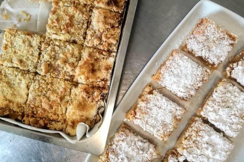 Sipani kolač s jabukama i medom