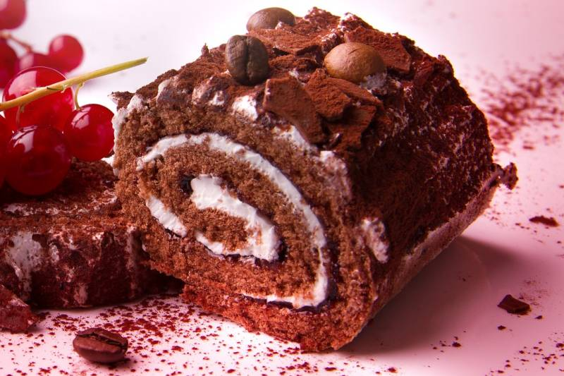 ČOKO-VANIL ROLADA S VOĆNIM OKUSOM: Lagani, osvježavajući i oku lijep desert