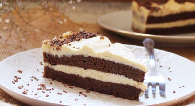 Čokoladna rum torta - Ukusna kombinacija čokoladnog biskvita i kuhane kreme od maslaca, bijele čokolade i ruma!